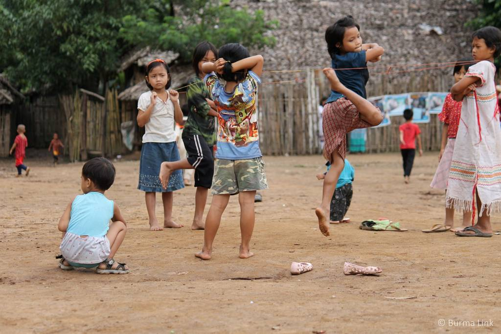 Children playing in Mae La camp