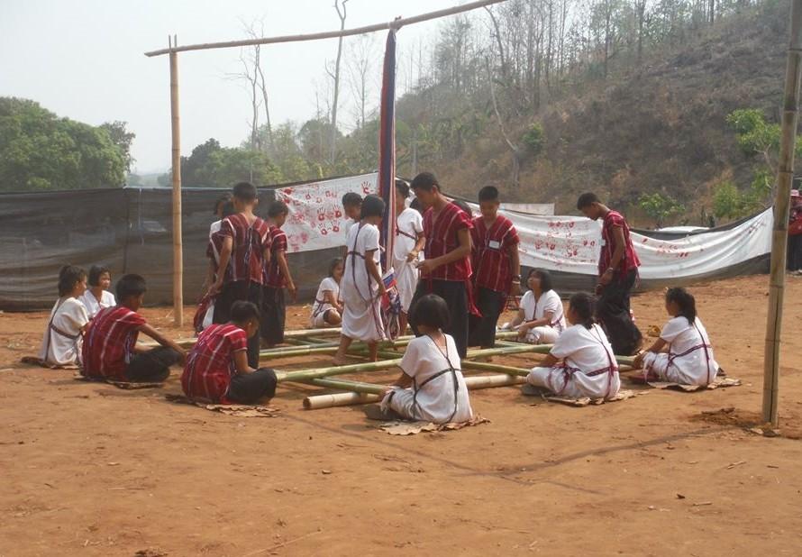 Karen dancing traditional bamboo dance. (photo: Burma Link AOC)