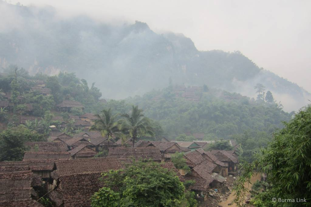 Mae La camp as seen from the road. (Photo: Burma LInk)