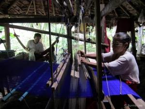 Karen textiles