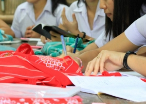 Studyig in Mae La Camp