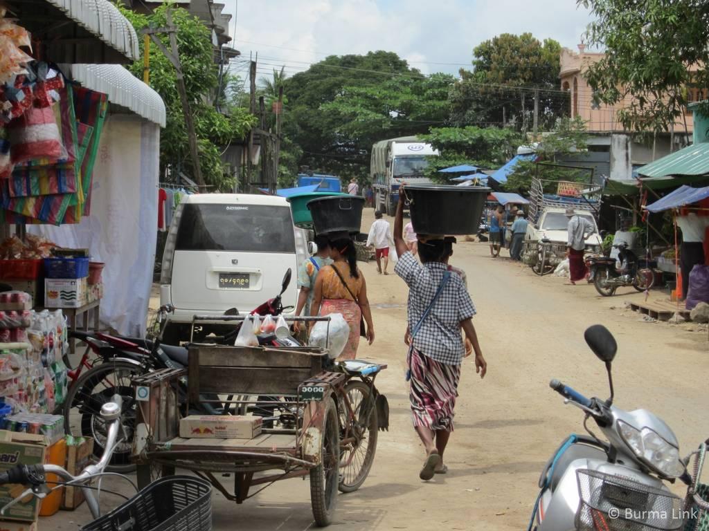 Women in Myawaddi