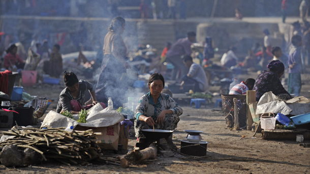 Refugees from Kachin State cook meals at a temporary camp near the Burma-China border in 2012. (Photo: Reuters)