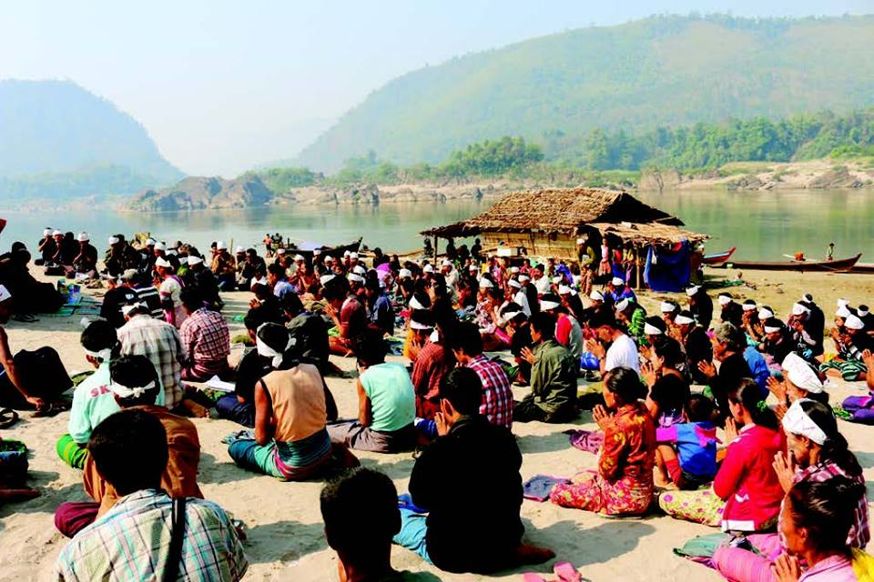 Villagers near the Hatgyi Dam site hold a demonstration opposing the Salween Dams. (Photo: Karen Rivers Watch)