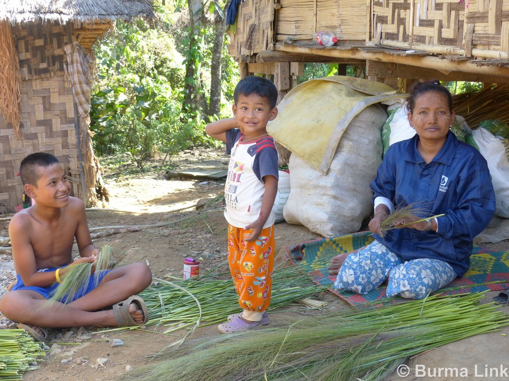 Mi Sanda Moe, 43, making brooms with her two children in Halockhani IDP camp.