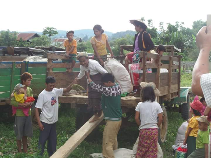 Villagers fleeing to take shelter PHOTO: Shan Human Rights Foundation